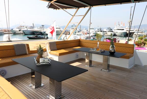 E_MoonYacht Cannes Yachting Festival Boatim1