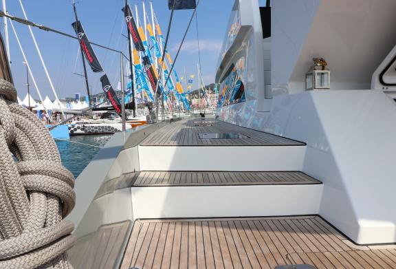E_MoonYacht Cannes Yachting Festival Boatim2